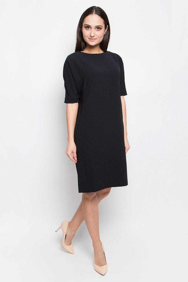 ПлатьеB457018_BlackПлатье Baon выполнено из эластичной фактурной ткани. У модели рукава «летучая мышь», круглый вырез горловины и слегка зауженная юбка. Спинка застегивается на пуговицу.