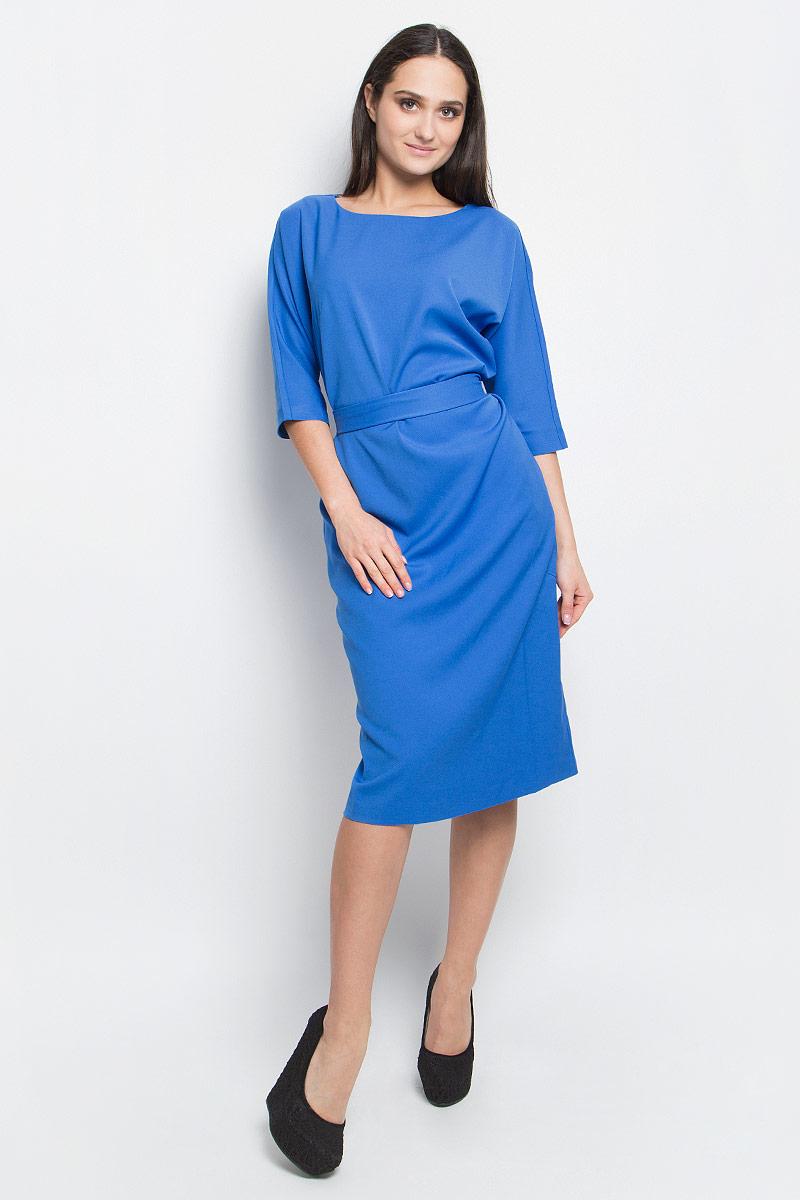 ПлатьеB457024_LarkspurСтильное платье Baon выполнено из полиэстера с добавлением эластана. Модель с рукавами 3/4 и круглым вырезом горловины спереди дополнено двумя втачными карманами. На талии изделие дополнено широким текстильным поясом.