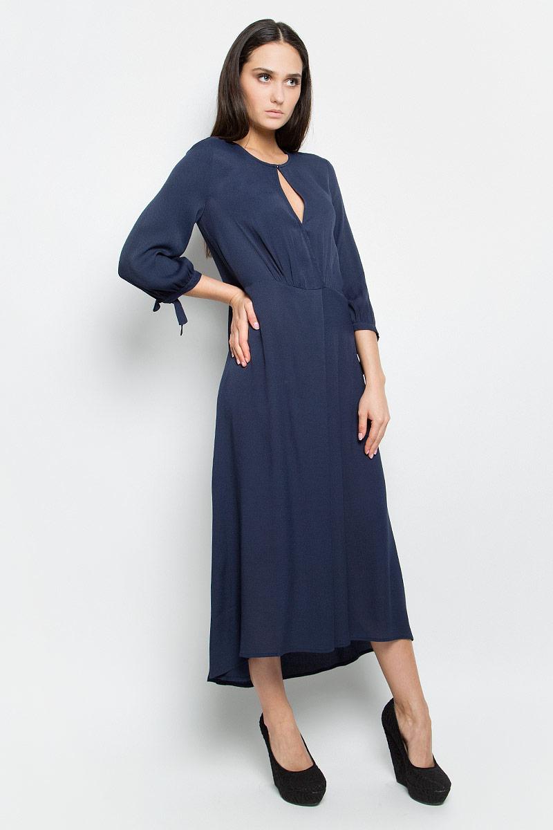 Платье Baon, цвет: темно-синий. B457003. Размер S (44)B457003_Dark NavyПлатье Baon выполнено из 100% вискозы. Удлиненная модель с рукавами 3/4 имеет круглый вырез горловины. Платье застегивается на металлический крючок спереди и застежку-молнию сбоку, имеет овальный вырез под горловиной, а также небольшой запах на кнопке. Манжеты рукавов дополнены завязками.