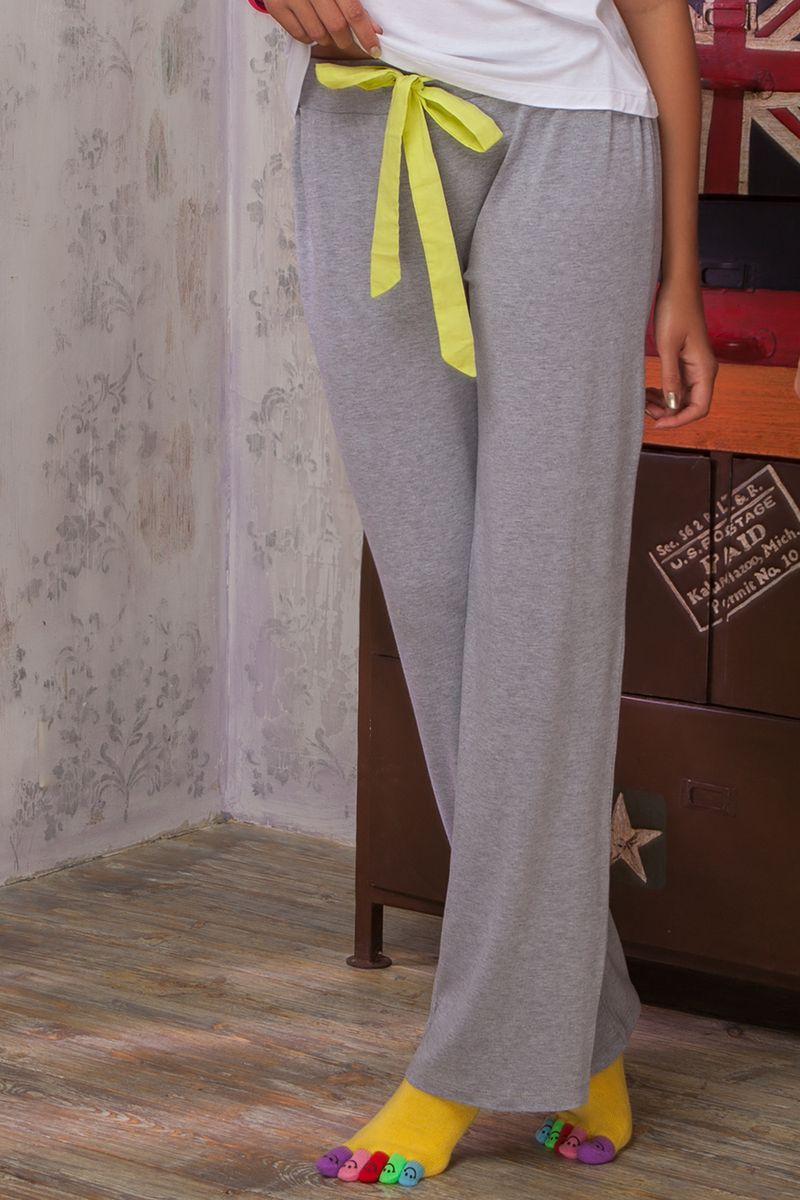 Брюки для дома36482Женские брюки Limonata из коллекции домашней одежды от Amore A Prima Vista выполнены из струящейся вискозы с небольшим добавлением эластана. Материал изделия обладает высокой воздухопроницаемостью и гигроскопичностью, позволяет коже дышать. Такие брюки великолепно подойдут для повседневной носки дома или на отдыхе. Модель прямого кроя со средней посадкой станет идеальным вариантом для создания современного образа. Брюки имеют широкую эластичную резинку на поясе. Объем талии регулируется при помощи шнурка-кулиски. Домашняя одежда от Amore A Prima Vista подарит вам комфорт в течение всего дня и позволит с удовольствием проводить время дома.
