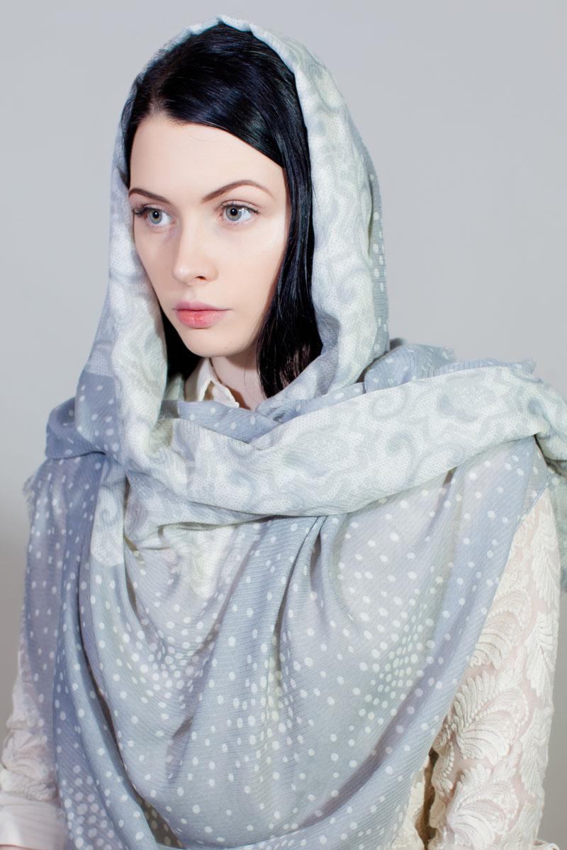 ПалантинBT-11701-6Стильный палантин Sophie Ramage изготовлен из модала и шелка. Изделие оформлено оригинальным принтом.