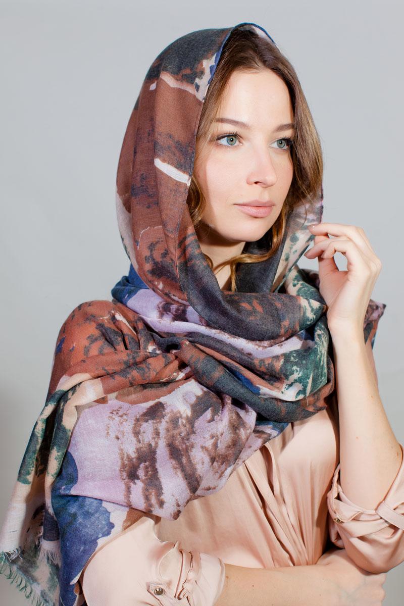 Палантин Sophie Ramage, цвет: коричневый, синий, белый. YY-11731-15. Размер 90 см х 180 смYY-11731-15Стильный палантин Sophie Ramage изготовлен из модала и шелка. Изделие оформлено оригинальным принтом.