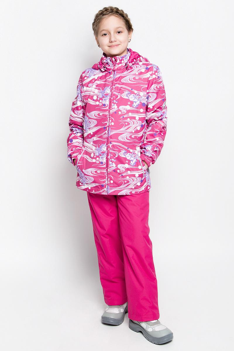 Комплект верхней одежды для девочки Huppa Yonne 1: куртка, брюки, цвет: фуксия. 41260104-71163. Размер 134, 8-9 лет41260104-71163Костюм для девочки Huppa Yonne 1 состоит из куртки и брюк. Костюм выполнен из 100% полиэстера с высокими показателями износостойкости. Ткань с обратной стороны покрыта слоем полиуретана с микропорами (мембрана), который препятствует прохождению влаги и ветра внутрь изделия. Для максимальной влагонепроницаемости швы проклеены водостойкой лентой. Подкладка костюма выполнена из гладкой тафты. Высокотехнологичный легкий синтетический утеплитель имеет уникальную структуру микроволокон, которые не позволяют проникнуть внутрь холодному воздуху, в то же время удерживают теплый между волокнами и обеспечивают высокую теплоизоляцию. Куртка имеет застежку-молнию с защитой подбородка от прищемления, отстегивающийся капюшон, прорезные открытые карманы. Талия, манжеты рукавов и край капюшона снабжены эластичными резинками. Брюки закрываются на застежку-молнию и пуговицу в поясе, эластичные подтяжки регулируемой длины легко снимаются, талия снабжена резинкой для плотного прилегания, низ брючин также регулируется. На изделиях присутствуют светоотражательные элементы для безопасности в темное время суток.