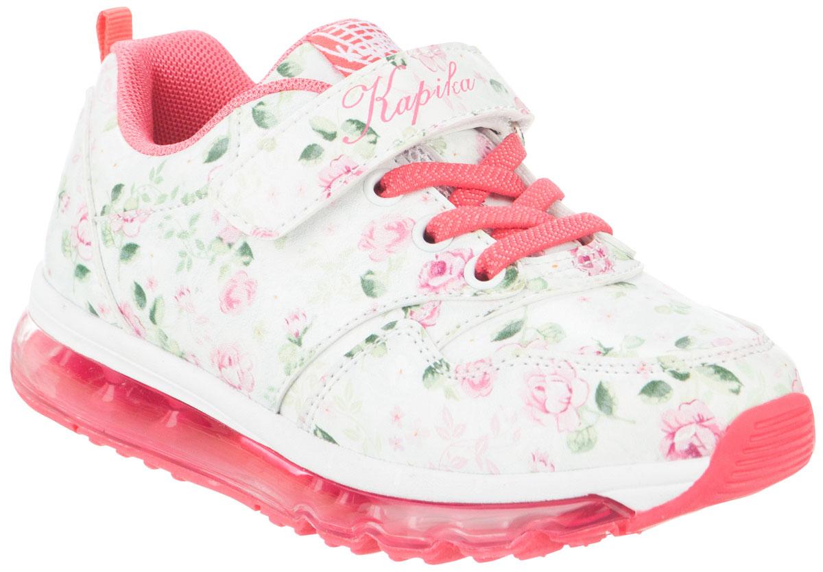 Кроссовки для девочек Kapika, цвет: белый, розовый. 73269-1. Размер 3373269-1Стильные кроссовки от Kapika не оставят равнодушным вашего ребенка! Модель изготовлена из искусственной кожи и оформлена стильным принтом. Ремешок с застежкой-липучкой, декорированный надписью и эластичные шнурки, прочно закрепят обувь на ножке. Задник дополнен ярлычком для более удобного надевания обуви. Внутренняя часть выполнена из текстиля. Стелька из натуральной кожи удобна при ходьбе. Облегченная, рельефная подошва с добавлением ЭВА материала обеспечит сцепление с любой поверхностью. Модные кроссовки отлично дополнят образ.