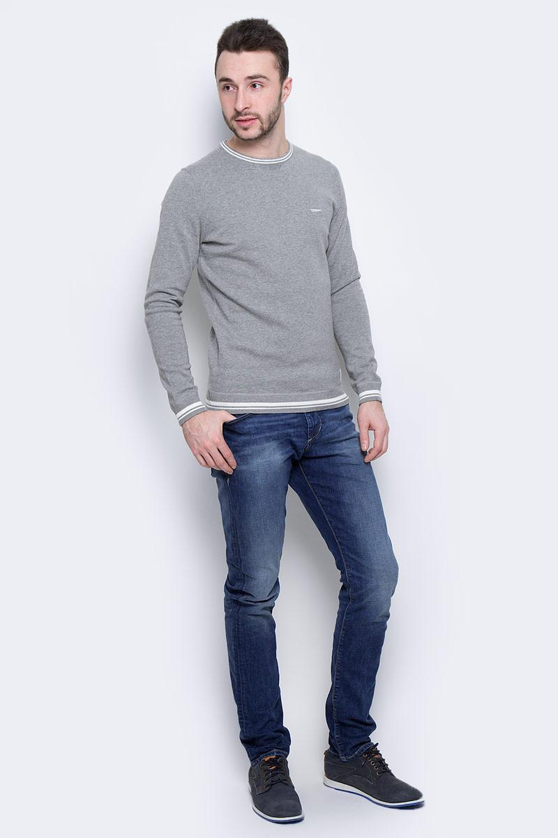 Джинсы6205520.00.10_1052Модные мужские джинсы Tom Tailor выполнены из высококачественного хлопка с добавлением эластана. Джинсы модели slim имеют стандартную посадку. Застегиваются на пуговицу в поясе и ширинку на молнии. Имеются шлевки для ремня. Спереди расположены два прорезных кармана и один небольшой накладной карман, а сзади - два накладных кармана. Модель дополнена эффектом потертости.