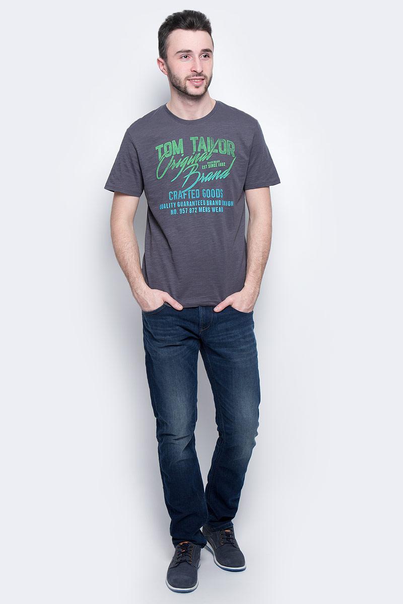 Футболка1036740.09.10_2983Мужская футболка Tom Tailor выполнена из 100% хлопка. Модель с круглым вырезом горловины и стандартными короткими рукавами. Футболка дополнена оригинальным принтом.