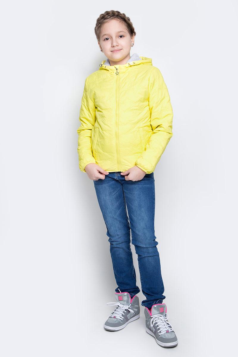 КурткаCpQ-626/300-7111Куртка для девочки Sela идеально подойдет для вашей принцессы в прохладное время года. Модель изготовлена из 100% нейлона. Основная подкладка выполнена из натурального хлопка, а подкладка рукавов из 100% полиэстера. Утеплитель из тонкого слоя синтепона. Куртка с несъемным капюшоном застегивается на застежку-молнию. Капюшон дополнен эластичным шнурком со стопперами. Изделие дополнено спереди двумя втачными карманами на застежках-кнопках. С внутренней стороны одним маленьким накладным карманом. Низ изделия и низ рукавов с внутренней стороны присборены на тонкие эластичные резинки. Куртка оснащена светоотражающими элементами.