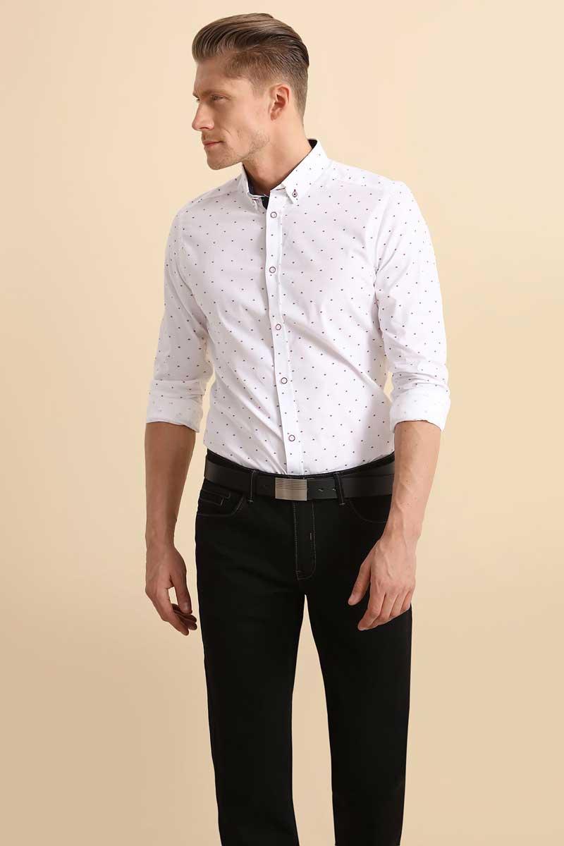 РубашкаSKL2252BIРубашка мужская Top Secret выполнена из 100% хлопка. Модель с отложным воротником и длинными рукавами.
