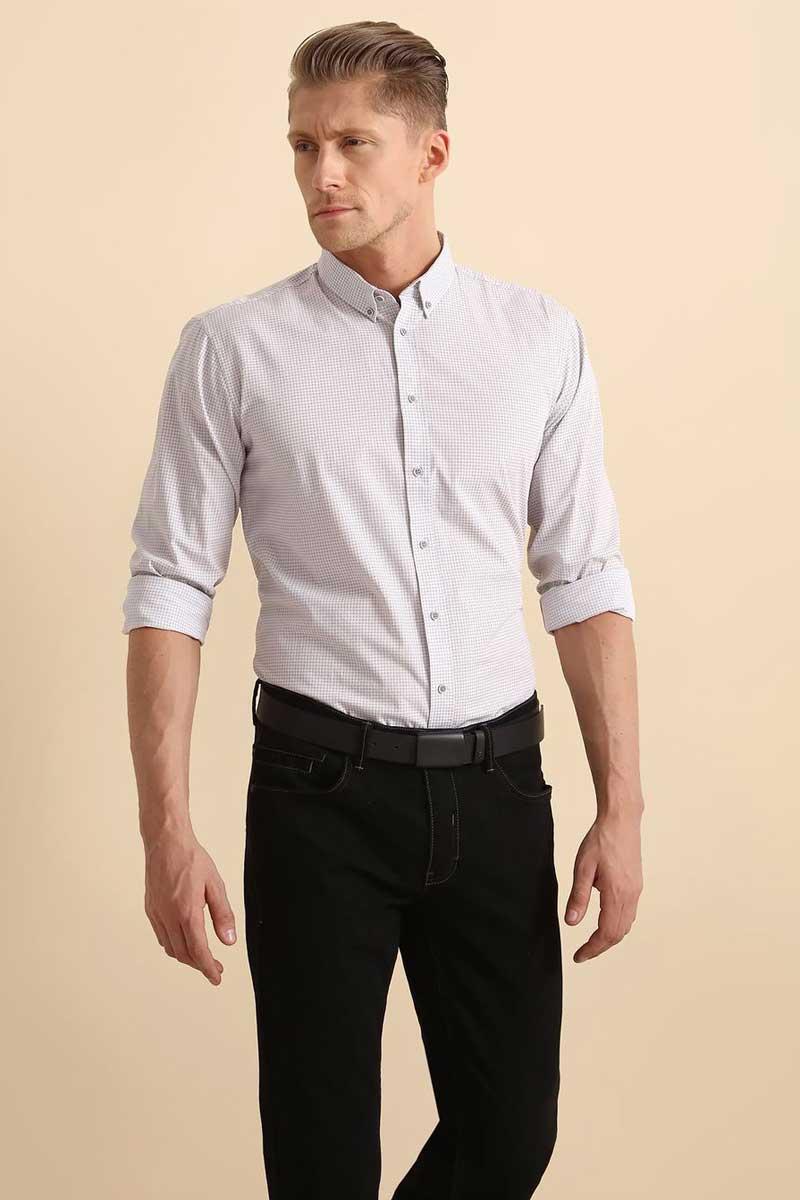 РубашкаSKL2291BIРубашка мужская Top Secret выполнена из 100% хлопка. Модель с отложным воротником и длинными рукавами застегивается на пуговицы.