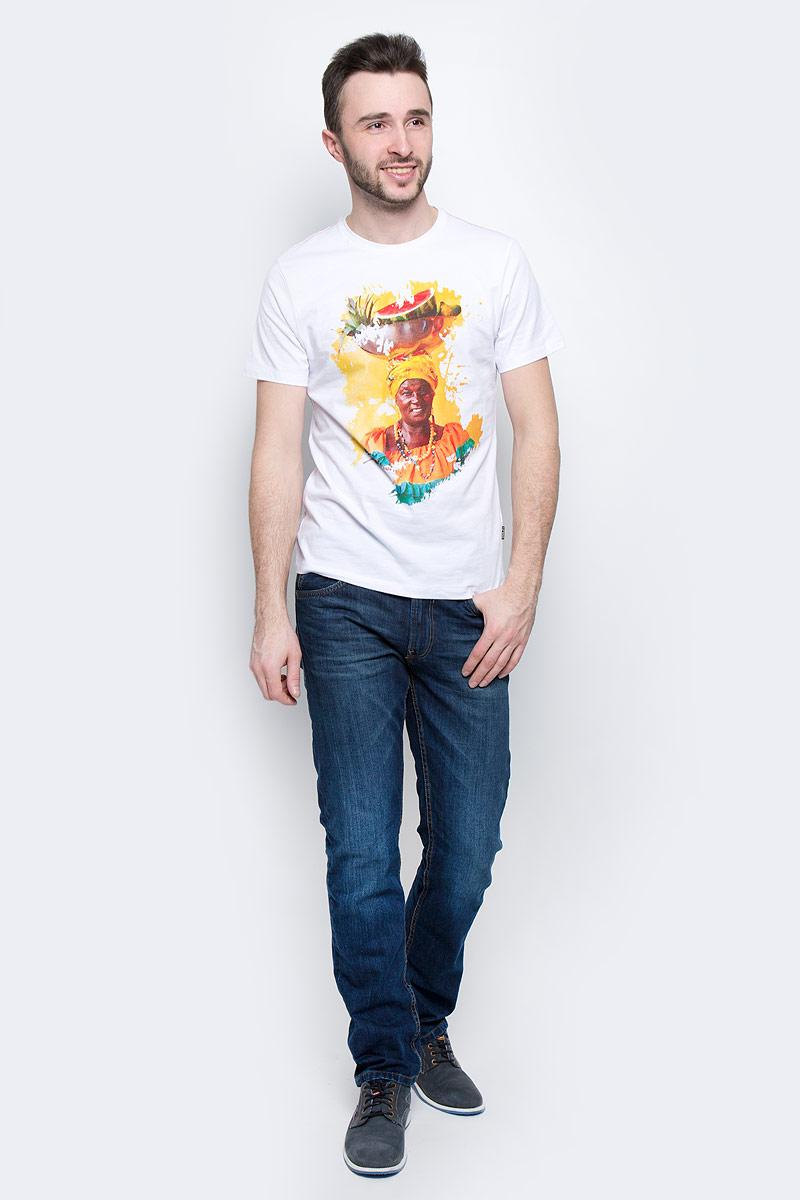 ФутболкаB737032_WhiteМужская футболка Baon выполнена из натурального хлопка. Модель с круглым вырезом горловины и длинными рукавами оформлена ярким принтом.