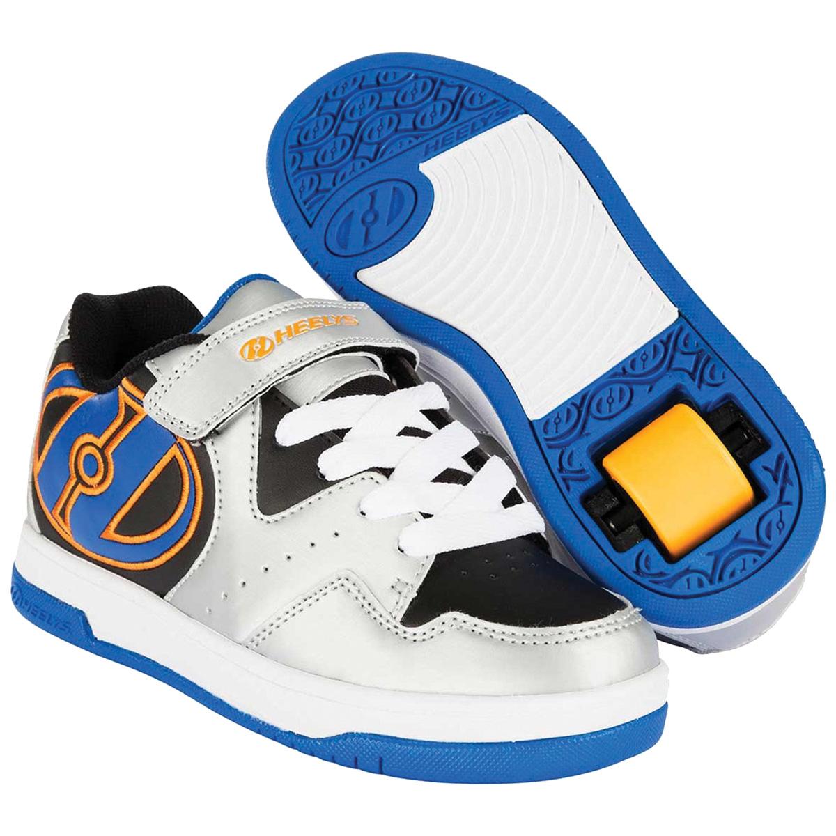 Кроссовки роликовые для мальчика Heelys, цвет: серый, черный. 770542. Размер 31 (30)770542Кроссовки роликовые для мальчика Heelys выполнены из искусственной кожи. На ноге модель фиксируется с помощью шнуровки и хлястика с липучкой. Внутренняя поверхность выполнена из сетчатого текстиля для лучшей циркуляции воздуха. Стелька выполнена из мягкого ЭВА-материала с текстильной поверхностью. Плоская цельнолитая подошва из полиуретана позаботится о безопасности при катании, торцы подошвы из вулканизированной резины, с отверстием в пятке для ролика и заглушки. В комплекте с роликами идут ролики с подшипниками, заглушки, ключ для извлечения роликом и заглушек, инструкция.