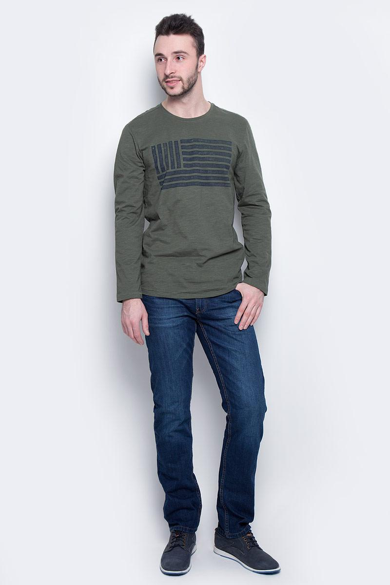 Джинсы6205038.01.12_1051Модные мужские джинсы Tom Tailor Denim выполнены из высококачественного 100% хлопка. Джинсы прямой модели имеют заниженную талию. Застегиваются на пуговицу в поясе и ширинку на молнии. Имеются шлевки для ремня. Спереди расположены два прорезных кармана и один небольшой накладной карман, а сзади - два накладных кармана.