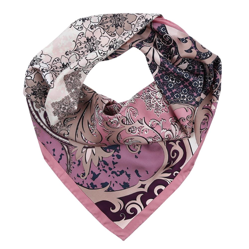 ПлатокCX1617-27-1Изысканный женский платок Leo Ventoni выполнен из натурального шелка, который придает изделию неповторимый роскошный блеск и гладкость фактуры. Тонкая и прочная нить, создающая струящуюся ткать, подчеркнет изысканный вкус своей обладательницы.