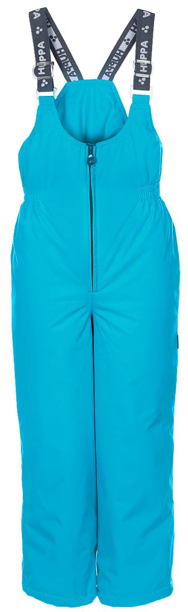 Брюки утепленные26470010-00009Утепленные детские брюки Huppa Jorma прямого кроя с завышенной грудкой выполнены из износостойкого полиэстера. В качестве подкладки и утеплителя используется качественный полиэстер. Брюки застегиваются на высокую пластиковую молнию, на талии имеется вшитая эластичная резинка. Брюки оснащены несъемными резиновыми подтяжками, длину которых можно регулировать. По низу брючин предусмотрены шнурки-утяжки со стопперами. Изделие дополнено светоотражающими элементами.