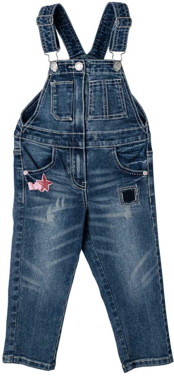 Полукомбинезон178007Полукомбинезон из джинсовой ткани с эффектом потертости и с яркой аппликацией будет незаменимым в детском гардеробе. Хорошо сочетается с футболками и водолазками. Пуговицы - болты являются удачным стильным и практичным решением. Мягкая ткань приятна к телу. Не сковывает движения ребенка. Комбинезон с высокой грудкой и широкими бретелями.