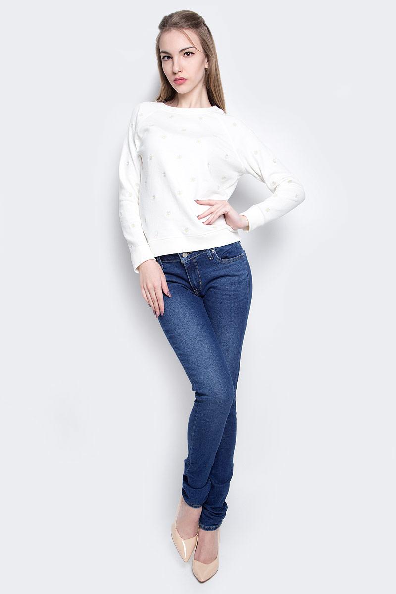 Джинсы1888101920Женские джинсы Levis® 711 выполнены из высококачественного эластичного хлопка с добавлением эластомультиэстера. Джинсы-скинни стандартной посадки застегиваются на пуговицу в поясе и ширинку на застежке-молнии, дополнены шлевками для ремня. Джинсы имеют классический пятикарманный крой: спереди модель дополнена двумя втачными карманами и одним маленьким накладным кармашком, а сзади - двумя накладными карманами. Модель украшена декоративными потертостями и перманентными складками.