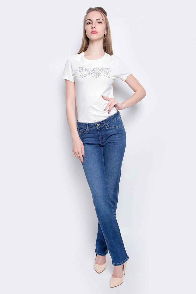 Джинсы2183400370Женские джинсы Levis® 714 выполнены из высококачественного эластичного хлопка с добавлением эластомультиэстера. Джинсы прямого кроя и стандартной посадки застегиваются на пуговицу в поясе и ширинку на застежке-молнии, дополнены шлевками для ремня. Джинсы имеют классический пятикарманный крой: спереди модель дополнена двумя втачными карманами и одним маленьким накладным кармашком, а сзади - двумя накладными карманами. Модель украшена декоративными потертостями и перманентными складками.