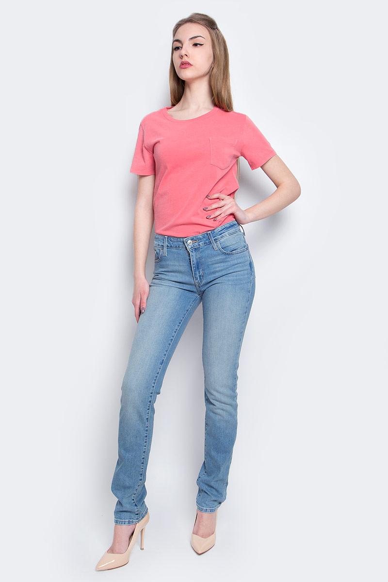 Джинсы1888400760Женские джинсы Levis® 712 выполнены из высококачественного эластичного хлопка. Зауженные джинсы-слим стандартной посадки застегиваются на пуговицу в поясе и ширинку на застежке-молнии, дополнены шлевками для ремня. Джинсы имеют классический пятикарманный крой: спереди модель дополнена двумя втачными карманами и одним маленьким накладным кармашком, а сзади - двумя накладными карманами. Модель украшена декоративными потертостями.