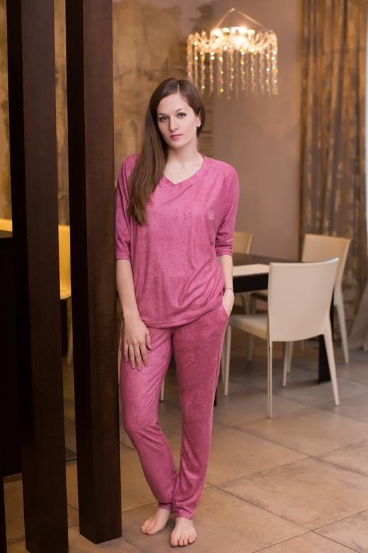 Комплект домашний женский Marusя: джемпер, брюки, цвет: темно-розовый. 166022. Размер XL (50)166022Женский домашний комплект Marusя включает в себя джемпер и брюки. Комплект изготовлен из приятной на ощупь смесовой ткани. Джемпер свободного кроя с V-образным вырезом. Брюки слегка зауженного кроя дополнены карманами.