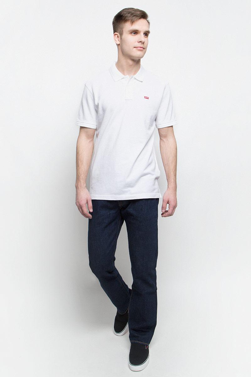 Джинсы0050101010Мужские джинсы Levis® 501 выполнены из высококачественного натурального хлопка. Джинсы прямого кроя и стандартной посадки застегиваются на пуговицу в поясе и ширинку на пуговицах, дополнены шлевками для ремня. Джинсы имеют классический пятикарманный крой: спереди модель дополнена двумя втачными карманами и одним маленьким накладным кармашком, а сзади - двумя накладными карманами.