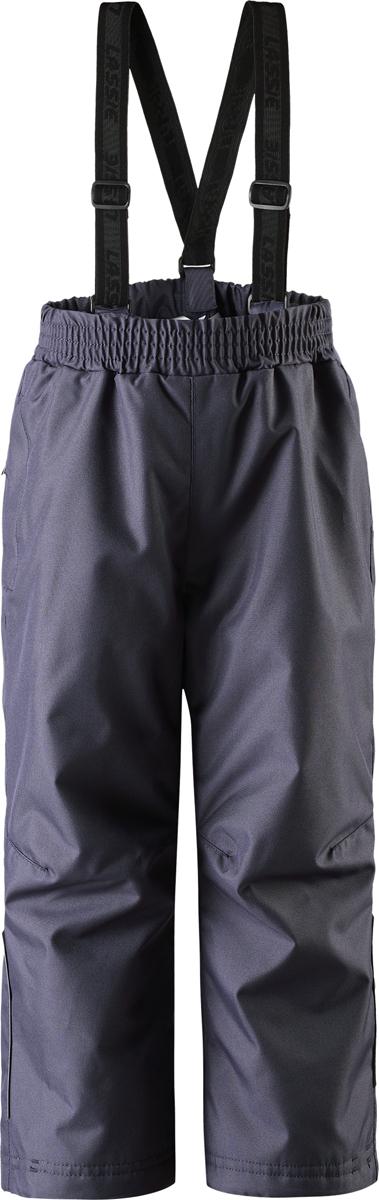 Брюки утепленные7227034860Детские демисезонные прогулочные брюки Lassie изготовлены из сверхпрочного материала. Задний средний шов проклеен, водонепроницаем. Брюки снабжены гладкой подкладкой из полиэстера на легком утеплителе, который согреет в холодные дни. Эта удобная модель отлично подойдет и мальчикам, и девочкам: простой прямой крой и полная функциональность. Съемные эластичные подтяжки легко отрегулировать в длину, когда ребенок подрастет. Легкая степень утепления от 0°C до -10°C.
