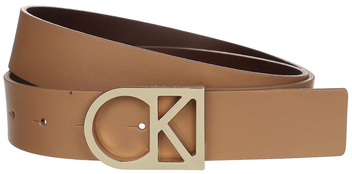 Ремень женский Calvin Klein Jeans, цвет: светло-коричневый. K60K602141_2300. Размер 85K60K602141_2300Женский ремень Calvin Klein изготовлен из натуральной кожи. Оригинальная пряжка в виде логотипа бренда выполнена из металла, она позволит легко и быстро зафиксировать ремень и отрегулировать его длину. Элегантный и строгий ремень превосходно сочетается с любыми нарядами. Уважаемые клиенты! Обращаем ваше внимание на тот факт, что размер ремня, доступный для заказа, является его длиной.