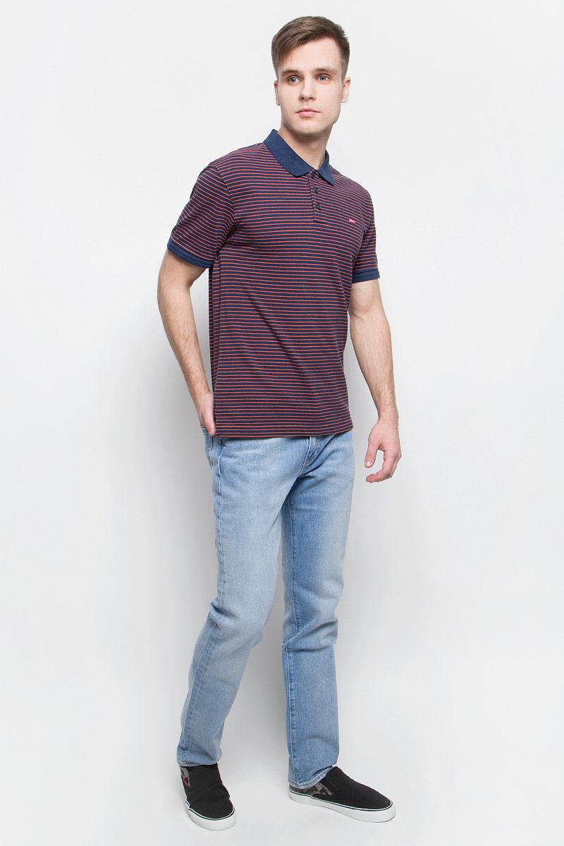 Джинсы0451121710Джинсы Levis, выполненные из хлопка и эластана, оформлены фирменными нашивками и прострочкой. Модель слим с заниженной посадкой имеет гульфик с молнией и пуговицей. Джинсы оснащены втачными карманами спереди и накладными карманами сзади. На поясе расположены шлевки для ремня.