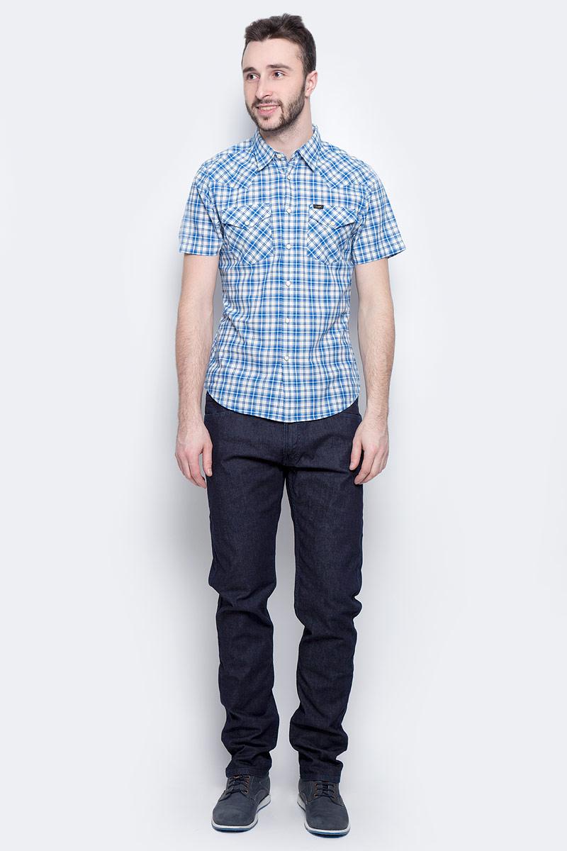 Рубашка мужская Lee Western Shirt, цвет: синий, белый. L640IDPS. Размер M (48)L640IDPSМужская рубашка Lee Western Shirt изготовлена из натурального хлопка. Модель с короткими рукавами имеет на груди два накладных кармана под клапанами на кнопках. Рубашка застегивается на кнопки и верхнюю пуговицу. Низ модели слегка закруглен.