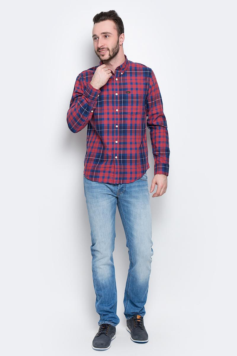 Рубашка мужская Lee Button Down, цвет: синий, красный. L880JPSK. Размер XL (52)L880JPSKМужская рубашка Lee Button Down изготовлена из натурального хлопка. Модель с длинными рукавами имеет на груди один накладной карман. Рубашка застегивается на пуговицы. Воротничок и манжеты рукавов оснащены застежками-пуговицами. Низ модели слегка закруглен.
