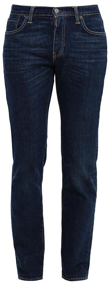 Джинсы0451121650Мужские джинсы Levis® 511 выполнены из высококачественного материала. Хлопковая ткань с добавлением эластана обеспечивает наилучшую посадку и сохранение формы. Джинсы застегиваются на пуговицу в поясе и ширинку на застежке-молнии, дополнены шлевками для ремня. Спереди модель дополнена двумя втачными карманами, одним маленьким накладным, а сзади - двумя накладными карманами.