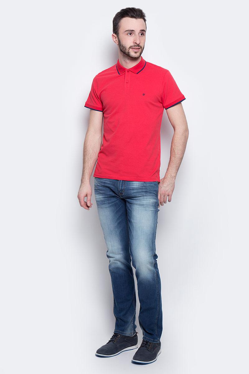 Поло мужское Wrangler Pique, цвет: красный, синий. W7862KW57. Размер M (48)W7862KW57Мужское поло Wrangler Pique изготовлено из хлопка с добавлением эластана. Классическая модель с короткими рукавами и отложным воротником застегивается спереди на две пуговицы. По бокам поло дополнено небольшими разрезами. Воротник и края рукавов выполнены из трикотажной резинки с контрастными полосками.