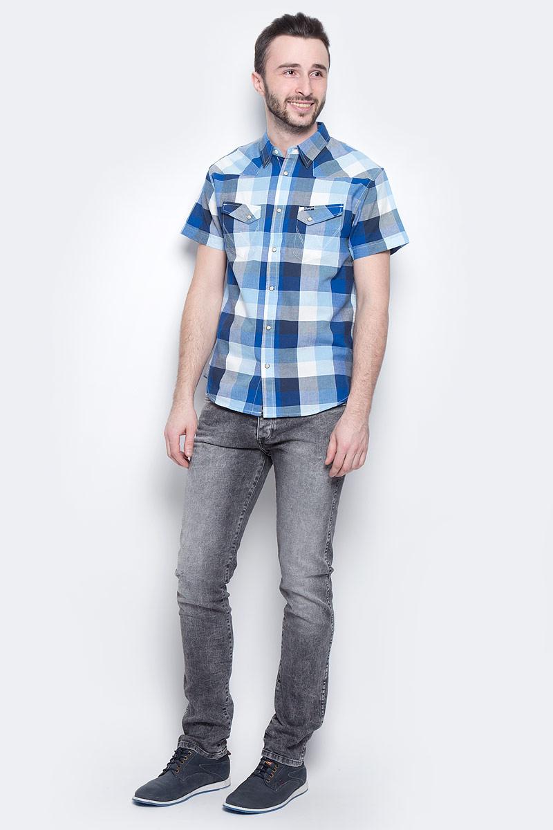 ДжинсыW16ANK93OМужские джинсы Wrangler Spencer выполнены из высококачественного эластичного хлопка. Джинсы-слим стандартной посадки застегиваются на пуговицу в поясе и ширинку на застежке-молнии, дополнены шлевками для ремня. Джинсы имеют классический пятикарманный крой: спереди модель дополнена двумя втачными карманами и одним маленьким накладным кармашком, а сзади - двумя накладными карманами. Джинсы украшены декоративными потертостями.
