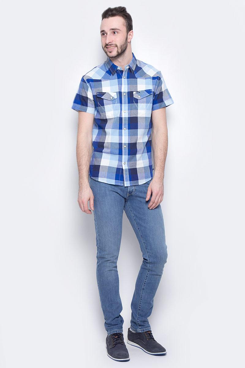 ДжинсыW18SXG94YМужские джинсы Wrangler Larston станут отличным дополнением к вашему гардеробу. Джинсы выполнены из эластичного хлопка. Изделие мягкое и приятное на ощупь, не сковывает движения и позволяет коже дышать. Модель на поясе застегивается на металлическую пуговицу и ширинку на металлической застежке-молнии, а также предусмотрены шлевки для ремня. Спереди расположены два втачных кармана и один секретный кармашек, а сзади - два накладных кармана. Изделие оформлено контрастными отстрочками, металлическими кнопками и украшено нашивкой с названием бренда.