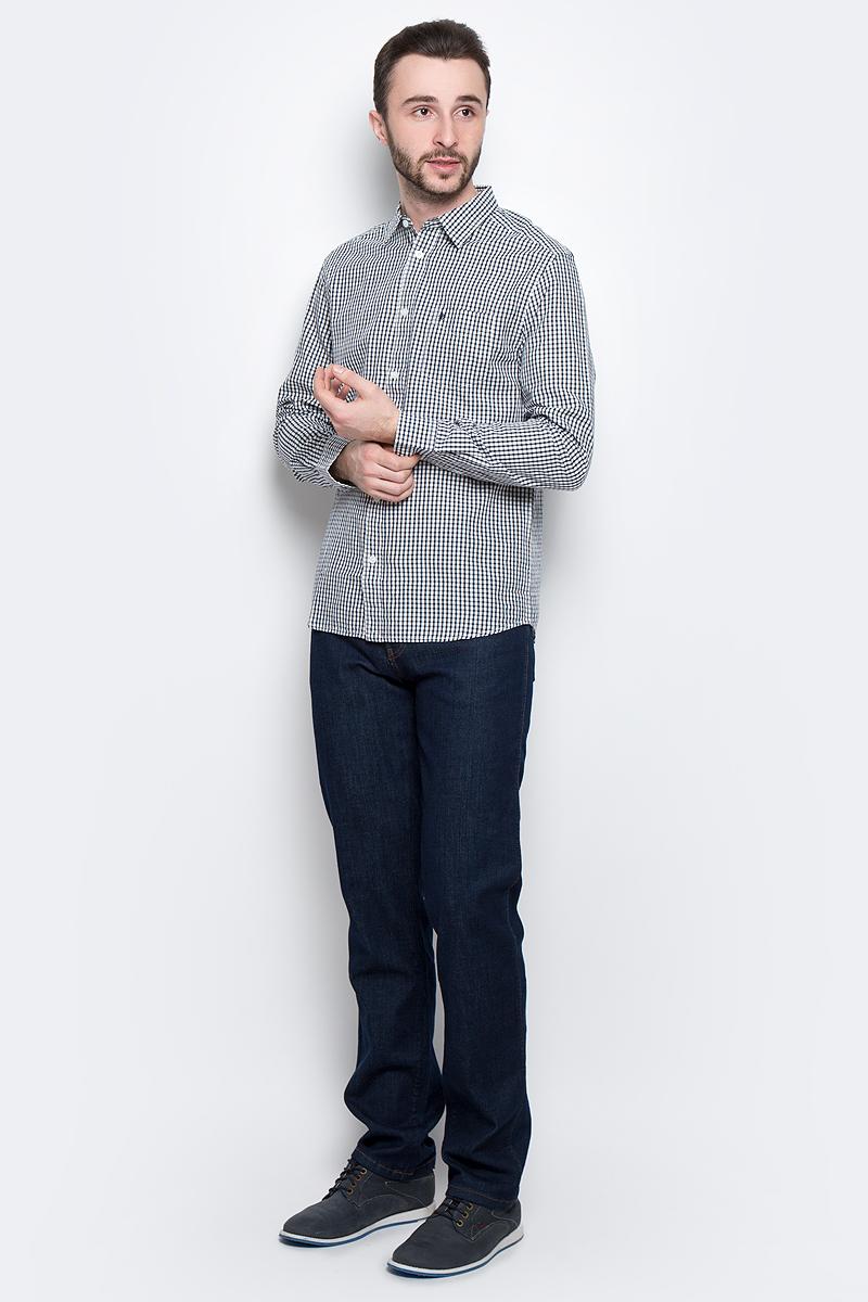 РубашкаW5760L447Стильная мужская рубашка Wrangler L/S 1 PKT Shirt изготовлена из натурального хлопка. Модель с отложным воротником и длинными рукавами застегивается спереди на пуговицы. Манжеты на рукавах также оснащены застежками-пуговицами. Дополнена рубашка накладным карманом на груди и оформлена принтом в клетку.