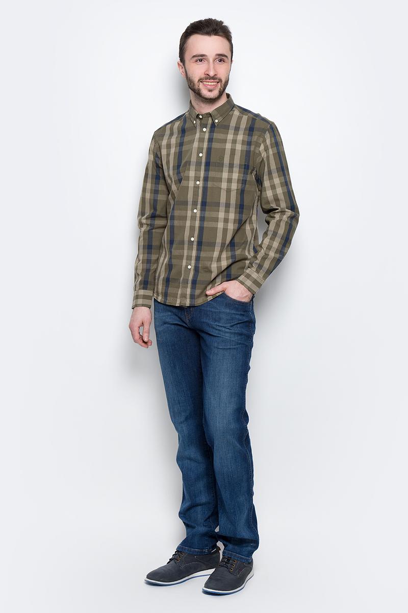 ДжинсыW1219187ZМужские джинсы Wrangler Texas выполнены из высококачественного эластичного хлопка с добавлением полиэстера. Джинсы прямого кроя и стандартной посадки застегиваются на пуговицу в поясе и ширинку на застежке-молнии, дополнены шлевками для ремня. Джинсы имеют классический пятикарманный крой: спереди модель дополнена двумя втачными карманами и одним маленьким накладным кармашком, а сзади - двумя накладными карманами. Модель имеет водонепроницаемое покрытие, которое защитит ткань от брызг воды или легкого дождя. Джинсы украшены декоративными потертостями.