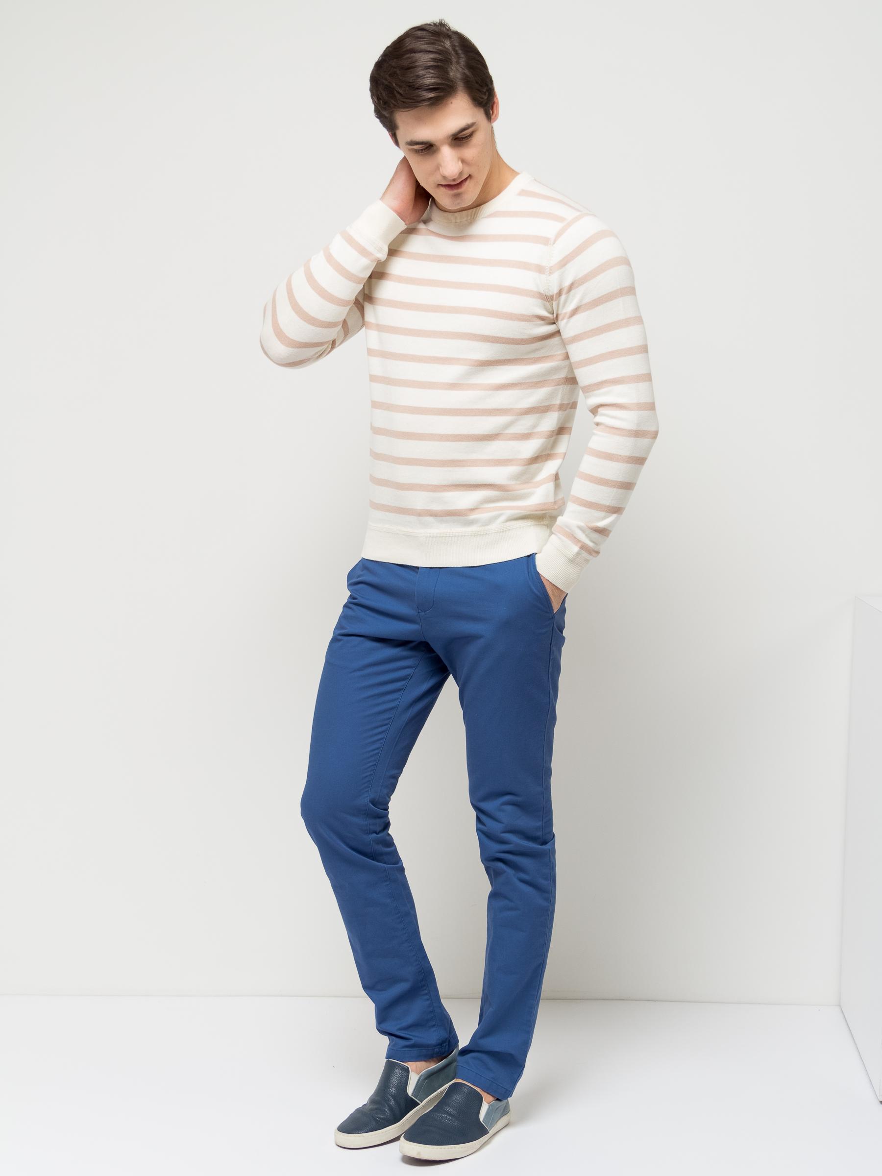 ДжемперJR-214/851-7112Стильный мужской джемпер Sela выполнен из натурального хлопка мелкой вязки в полоску. Модель полуприлегающего кроя с длинными рукавами подойдет для офиса, прогулок и дружеских встреч и будет отлично сочетаться с джинсами и брюками. Мягкая ткань комфортна и приятна на ощупь. Воротник, манжеты рукавов и низ изделия связаны резинкой.