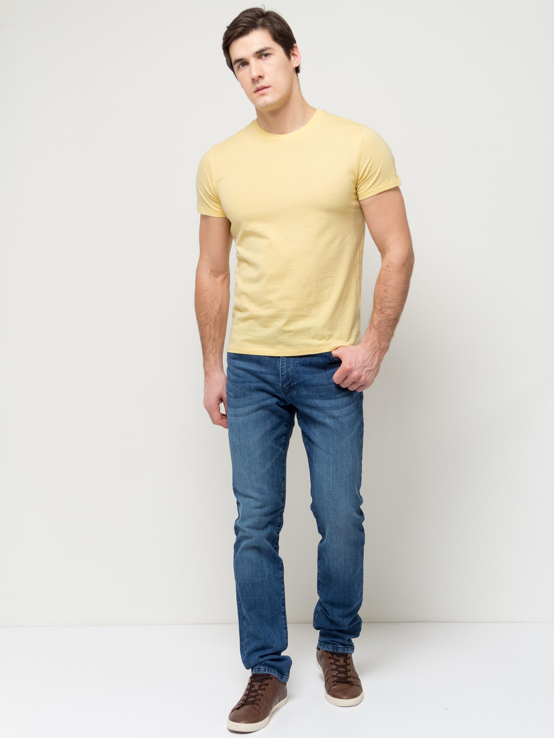 ДжинсыPJ-235/1073-7152Стильные мужские джинсы Sela, изготовленные из качественного эластичного хлопка с потертостями, станут отличным дополнением гардероба. Джинсы зауженного кроя и стандартной посадки на талии застегиваются на застежку-молнию и пуговицу. На поясе имеются шлевки для ремня. Модель представляет собой классическую пятикарманку: два втачных и накладной карманы спереди и два накладных кармана сзади.