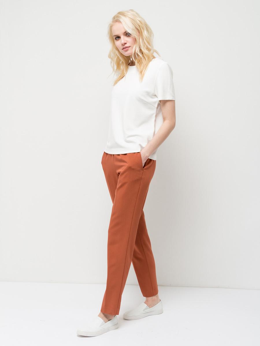 СвитшотSts-113/029-7152Стильный женский свитшот Sela выполнен из качественного трикотажа. Модель прямого кроя с короткими рукавами подойдет для прогулок и дружеских встреч и будет отлично сочетаться с джинсами и брюками. Мягкая ткань комфортна и приятна на ощупь. Сзади изделие застегивается на пуговицу.