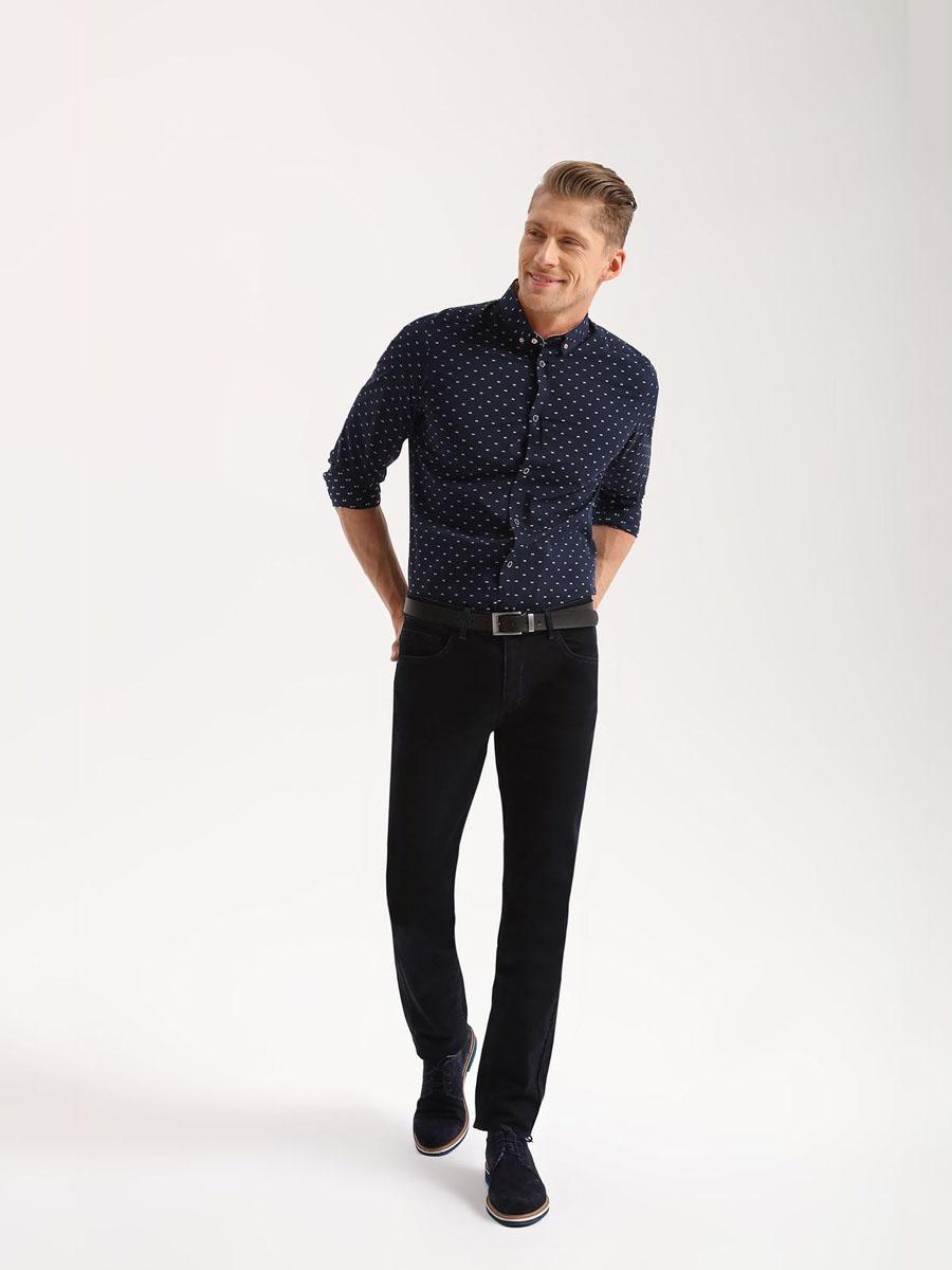 БрюкиSSP2497NIСтильные мужские брюки Top Secret - джинсы высочайшего качества на каждый день, которые прекрасно сидят. Модель классического кроя и средней посадки изготовлена из высококачественного хлопка и эластана. Застегиваются брюки на пуговицу в поясе и ширинку на молнии, имеются шлевки для ремня. Спереди модель дополнена двумя втачными карманами, а сзади - двумя накладными карманами. Эти модные и в тоже время комфортные брюки послужат отличным дополнением к вашему гардеробу. В них вы всегда будете чувствовать себя уютно и комфортно.