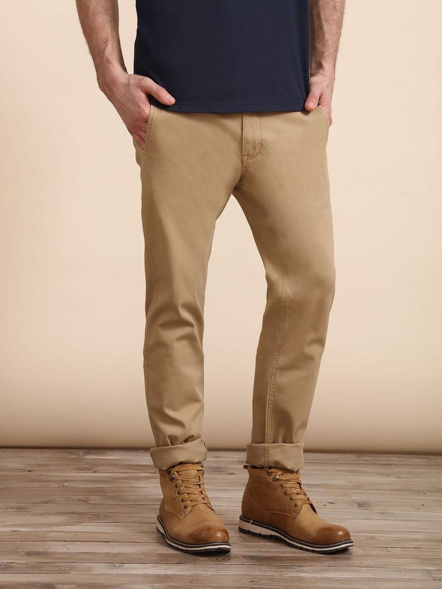 Брюки мужские Top Secret, цвет: бежевый. SSP2409BE33[E]. Размер 33 (48/50)SSP2409BEСтильные мужские брюки Top Secret - брюки высочайшего качества на каждый день, которые прекрасно сидят. Модель изготовлена из высококачественного хлопка и эластана. Застегиваются брюки на пуговицу в поясе и ширинку на молнии, имеются шлевки для ремня. Эти модные и в тоже время комфортные брюки послужат отличным дополнением к вашему гардеробу. В них вы всегда будете чувствовать себя уютно и комфортно.