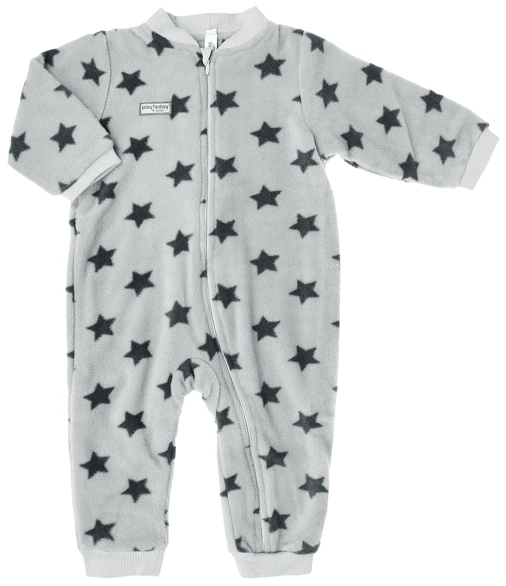 Комбинезон домашний177802Теплый комбинезон для мальчика PlayToday Baby выполнен из полиэстера и имеет подкладку из натурального хлопка, благодаря чему превосходно пропускает воздух и не раздражает нежную кожу ребенка. Комбинезон с круглым вырезом горловины, длинными рукавами и открытыми ножками застегивается на длинную застежку-молнию с защитой подбородка, которая помогает легко переодеть младенца или сменить подгузник. Вырез горловины дополнен эластичной вставкой. Рукава и брючины изделия дополнены эластичными трикотажными манжетами. Изделие оформлено принтом с изображением звезд.
