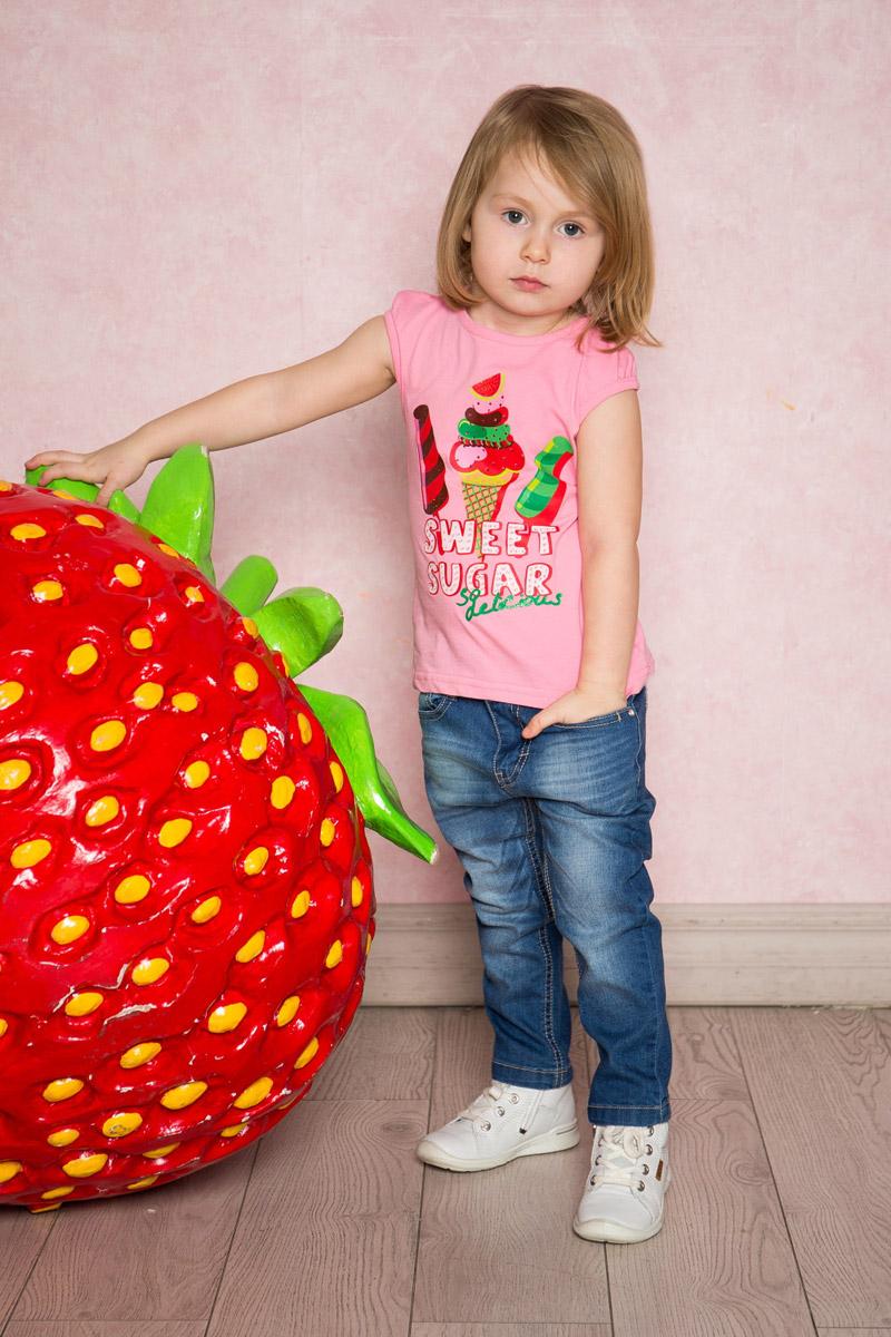 Джинсы712138Стильные джинсы для девочки Sweet Berry выполнены из эластичного хлопка с эффектом потертости. Джинсы зауженного кроя и стандартной посадки на талии застегиваются на пуговицу и имеют ширинку на застежке-молнии. Модель представляет собой классическую пятикарманку: два втачных и один маленький прорезной кармашек спереди и два накладных кармана сзади. На поясе имеются шлевки для ремня. С внутренней стороны пояс дополнен вшитыми эластичными лентами, регулирующими посадку по талии.