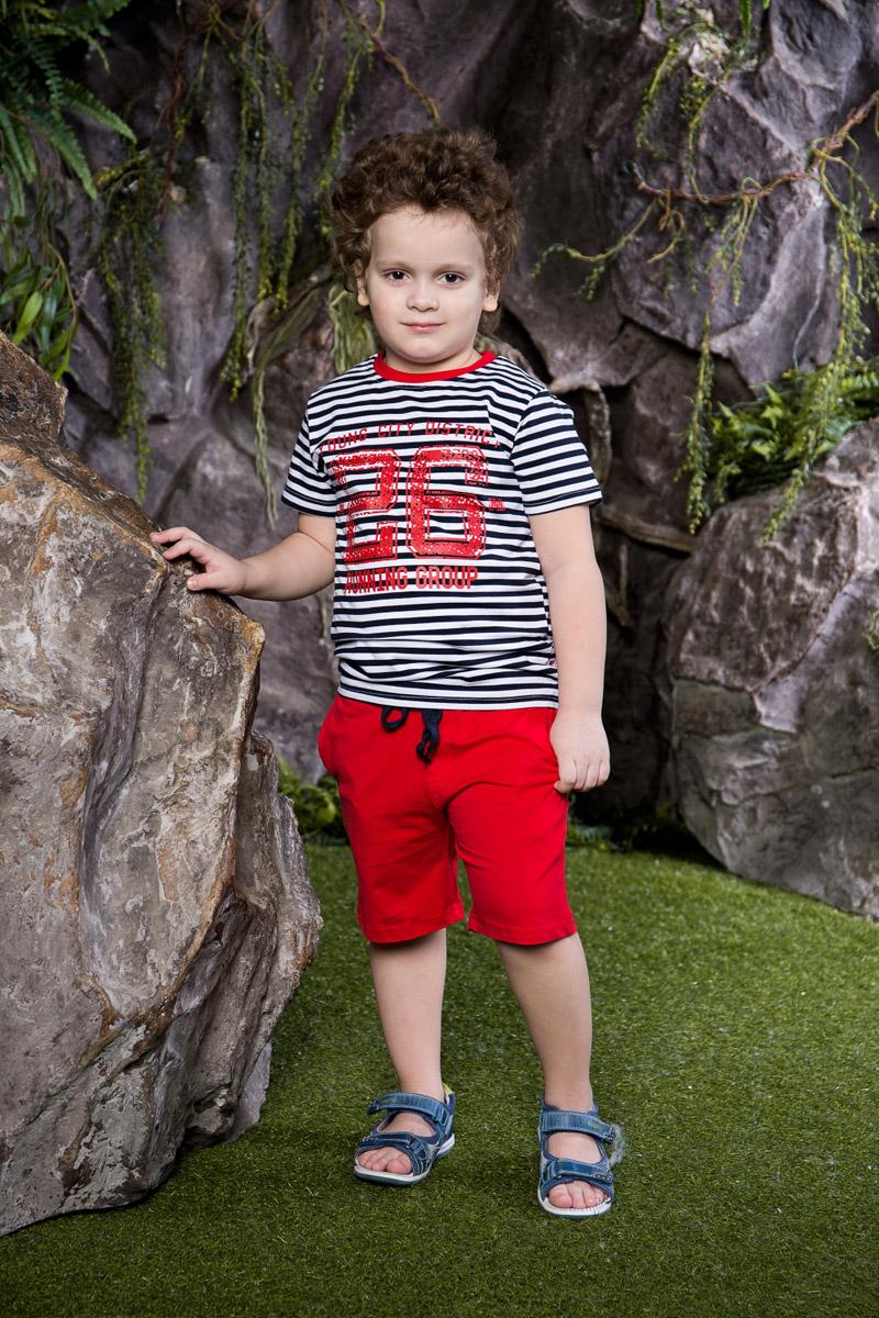 Комплект для мальчика Sweet Berry: футболка, шорты, цвет: темно-синий, белый, красный. 713018. Размер 110713018Стильный комплект для мальчика Sweet Berry, изготовленный из качественного эластичного хлопка, состоит из футболки и шорт. Футболка оформлена модной полоской в морском стиле и принтом и дополнена контрастной трикотажной резинкой на воротнике. Удобные шорты прямого кроя имеют пояс на мягкой резинке, дополнительно регулируемый шнурком, и дополнены двумя втачными карманами.
