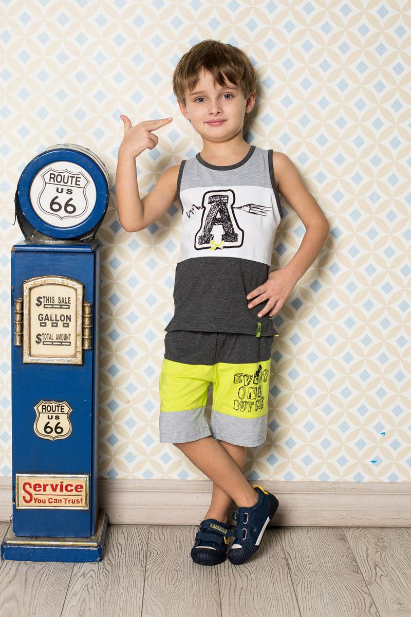 Майка713118Яркая майка для мальчика Sweet Berry, выполненная из качественного эластичного хлопка трех цветов, станет отличным дополнением к детскому гардеробу. Модель с удлиненной спинкой и разрезами по бокам оформлена оригинальным принтом. Воротник и проймы дополнены мягкой эластичной бейкой контрастного цвета.