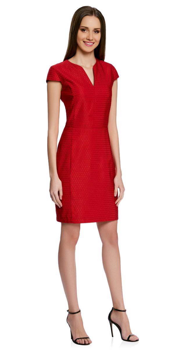 Платье oodji Collection, цвет: красный, черный. 21902060-2/46140/4529D. Размер 46-170 (52-170)21902060-2/46140/4529DПриталенное платье oodji Collection, выгодно подчеркивающее достоинства фигуры, выполнено из качественного трикотажа с принтом в мелкий горошек и вышивкой вокруг него. Модель средней длины с фигурным V-образным вырезом горловины и короткими рукавами-крылышками застегивается на скрытую застежку-молнию на спинке.
