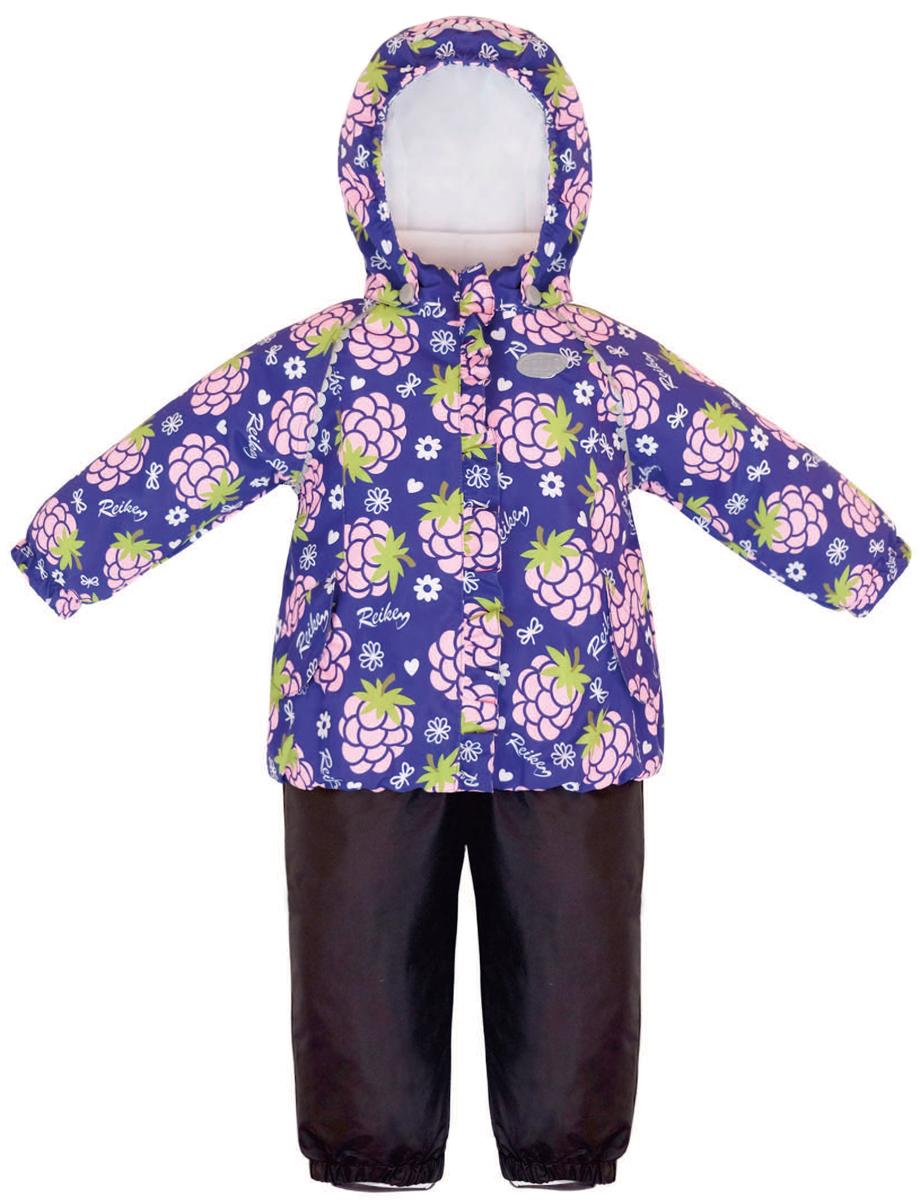Комплект верхней одежды36 933 335_Blackberry purpleКомплект для девочки Reike Ежевика, состоящий из куртки и полукомбинезона, выполнен из ветрозащитной, водонепроницаемой и дышащей мембранной ткани, декорированной принтом с забавными зайчиками. Подкладка - натуральный хлопок с велюровыми вставками на воротнике и манжетах. Куртка дополнена съемным капюшоном, двумя карманами на липучках, а также многочисленными светоотражающими элементами. Ветрозащитная планка в виде рюши со светоотражающей полоской вдоль молнии не допускает проникновения холодного воздуха. Эластичная талия полукомбинезона и регулируемые подтяжки гарантируют посадку по фигуре, длинная молния впереди облегчает процесс одевания. Полукомбинезон оснащен боковым карманом на молнии и съемными штрипками. Особенности комплекта: - утеплитель в куртке 60 г, полукомбинезон без утепления; - базовый уровень; - коэффициент воздухопроницаемости: 2000гр/м2/24 ч; - водоотталкивающее покрытие: 2000 мм.