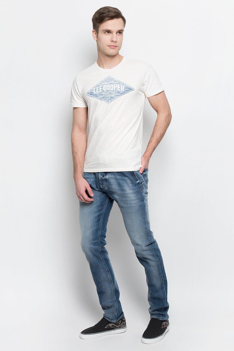 ФутболкаABLIS-5620Мужская футболка Lee Cooper изготовлена из высококачественного натурального хлопка. Модель с короткими рукавами и круглым вырезом горловины украшена принтом с логотипом Lee Cooper.