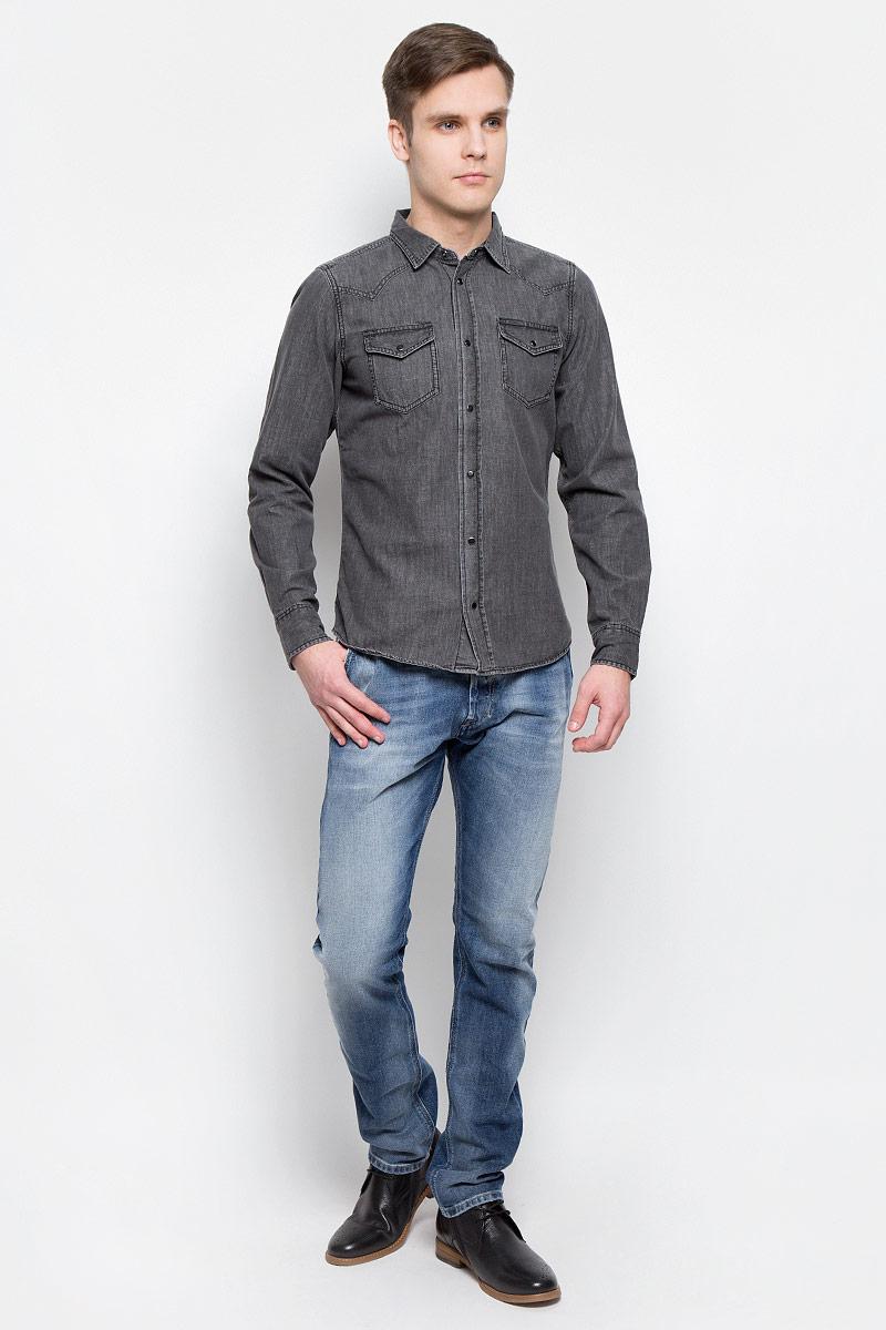 Джинсы00CQ9H-0853P/01Стильные мужские джинсы Diesel - джинсы высочайшего качества на каждый день, которые прекрасно сидят. Модель изготовлена из хлопка с добавлением эластана, имеет прямой крой и среднюю посадку. Застегиваются джинсы на пуговицу в поясе и ширинку на пуговицах, на поясе имеются шлевки для ремня. Спереди модель дополнена двумя втачными карманами, а сзади - двумя накладными карманами. Изделие оформлено потертостями. Эти модные и в то же время комфортные джинсы послужат отличным дополнением к вашему гардеробу.