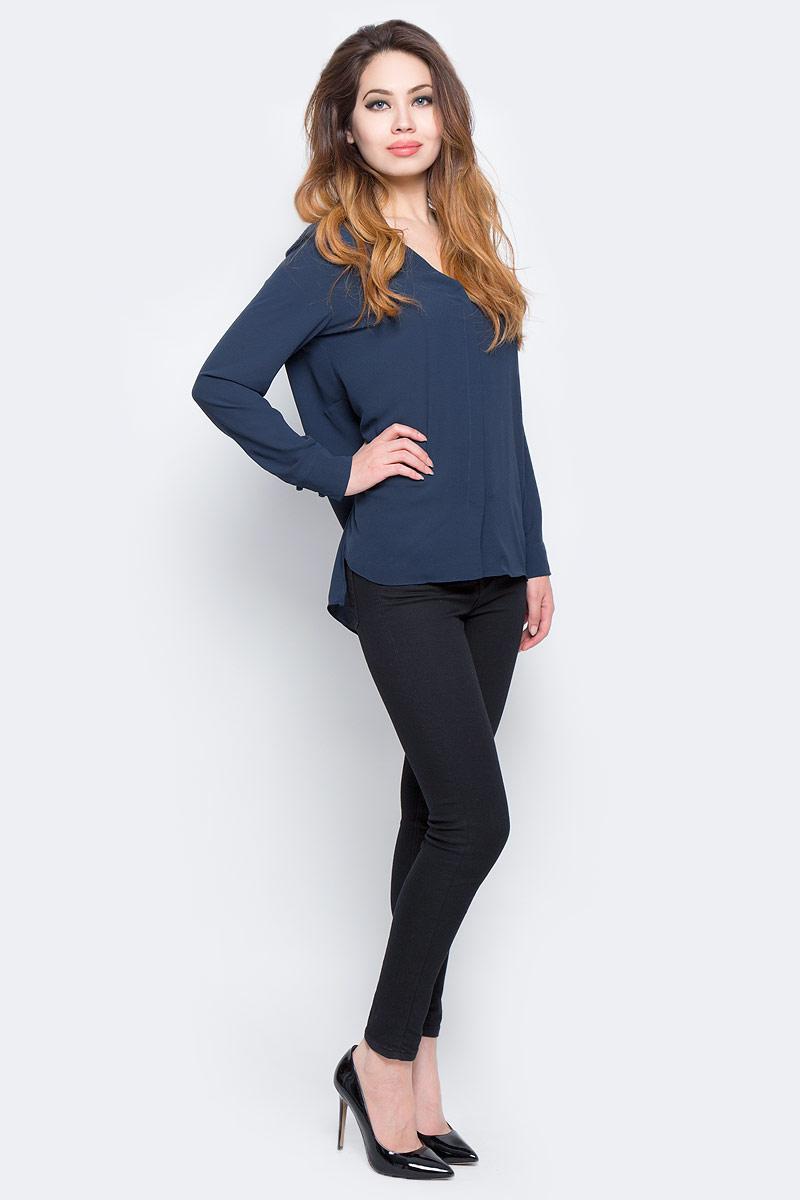 Блузка16053871_Dark SapphireЖенская блузка Selected Femme изготовлена из качественного полиэстера. Модель с V-образным вырезом горловины застегивается на скрытые в двойной планке пуговицы. Рукава дополнены широкими фигурными манжетами на застежках-пуговицах. Сзади сверху имеется вертикальный разрез. Спинка выполнена длиннее передней части блузки. Модель дополнена боковыми разрезами.