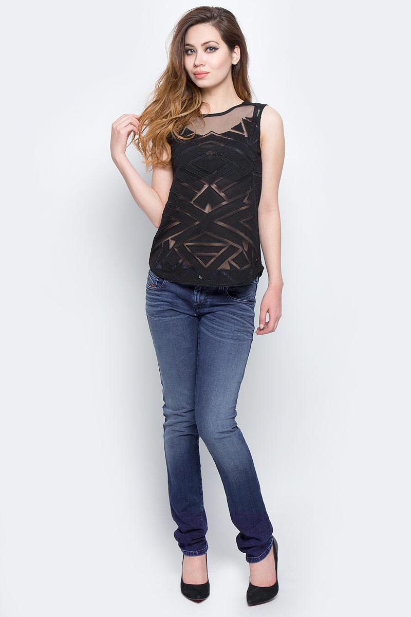 Джинсы женские Diesel, цвет: синий. 00S1EF-0680E/01. Размер 31-34 (46/48-34)00S1EF-0680E/01Стильные женские джинсы Diesel - это стрейчевые джинсы высочайшего качества на каждый день, которые прекрасно сидят. Модель изготовлена из хлопка и полиэстера с добавлением эластана, имеет силуэт skinny и низкую талию. Застегиваются джинсы на пуговицу в поясе и ширинку на молнии, на поясе также имеются шлевки для ремня. Спереди модель дополнена двумя втачными карманами и небольшим накладным кармашком, а сзади - двумя накладными карманами. Изделие оформлено потертостями.Эти модные и в то же время комфортные джинсы послужат отличным дополнением к вашему гардеробу.